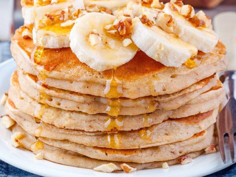 Paso a paso para hacer pancakes en el desayuno
